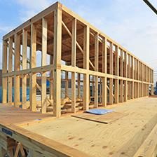 日本の気候風土に対応して、木造軸組立工法を採用。